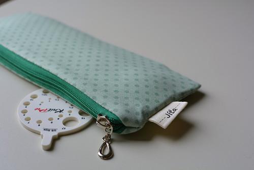 Mini taštička aneb pletení na cestách...