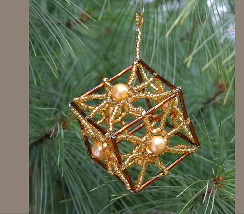 Vánoční ozdoba - zlatá kostka Vo-OZ 012