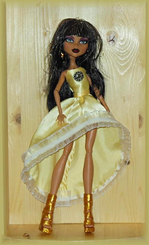 Elegantní šaty pro panenku Monster High