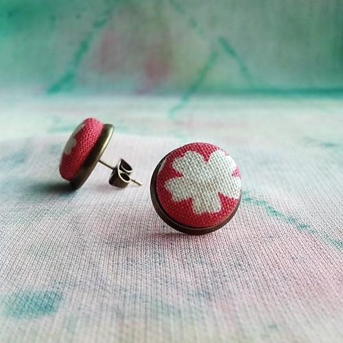 Náušnice butonky Červené s kytkou