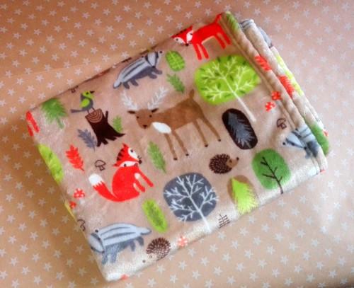 Jemná deka s lesními zvířátky