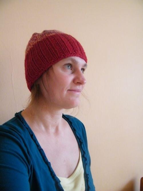 Červená vlněná čapka
