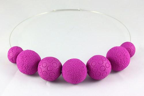 Purpurové korálky na obruči