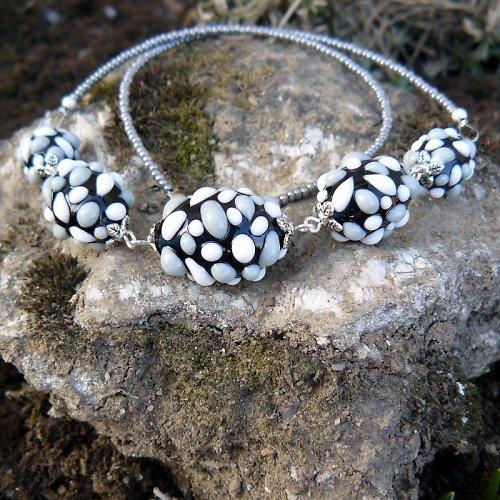 Náhrdelník - šedé mozaikové olivy