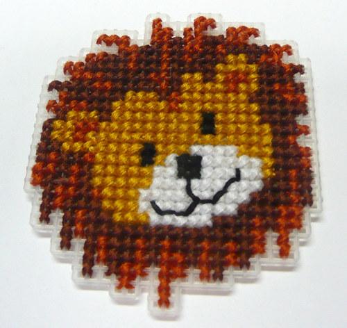 Vyšívaná magnetka - lvíček