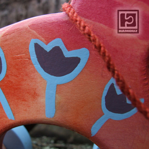 Koníček červenooranžový, tulipány