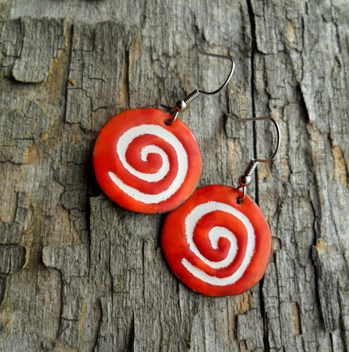 Červenooranžové spirály
