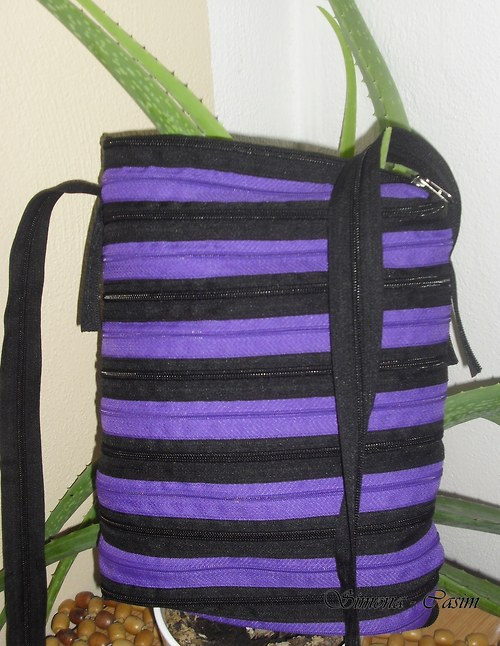 Zipovka-fialkovo-černá