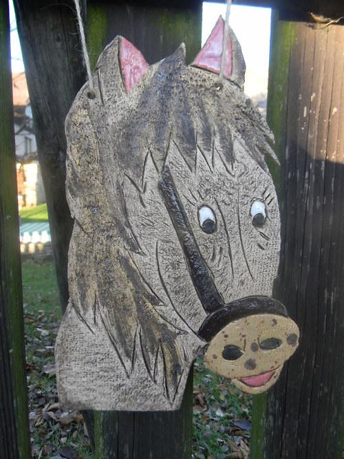 Kachle ve tvaru koníka