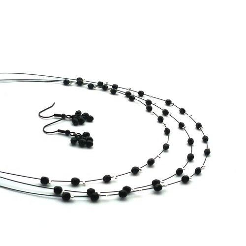 Černý jemný třířadý náhrdelník s malýmináušnicemi