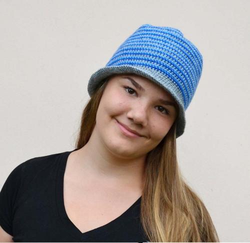 Háčkovaný klobouček šedo-modrý
