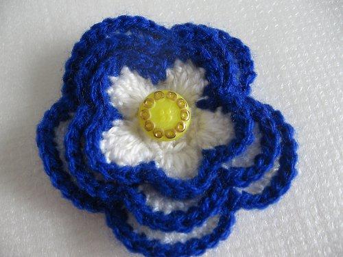Brož -barevná květina