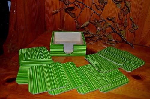 Krabička + podtácky 6ks -  ZELENÉ PRUHY