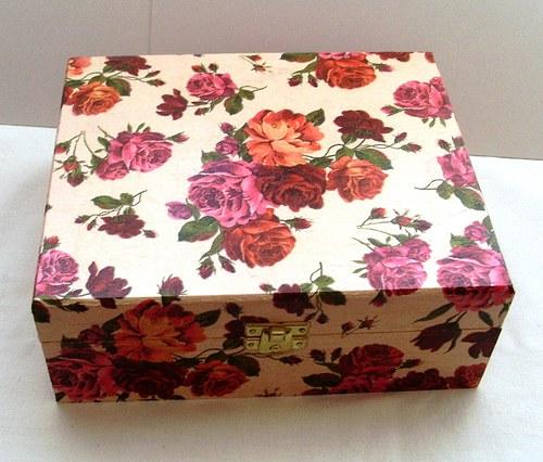 krabička s rudými růžemi na čaje 6 přihrádek