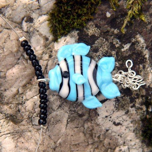 Náhrdelník pruhovaná rybka - světle modrá