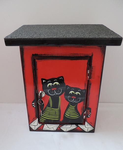 Poštovní schránka červeno černá-kočky