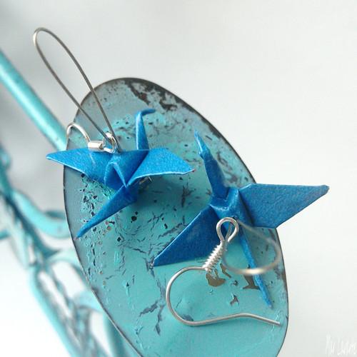 Papíroví origami ptáčci na lanku středně modrá