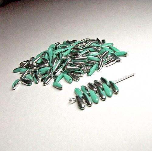 Zelenostříbrné korálky, jazýčky 3x11mm, 40 ks