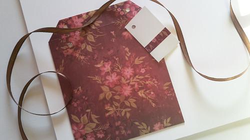 Růžové květy na hnědé II -  obal na CD 13x14 cm