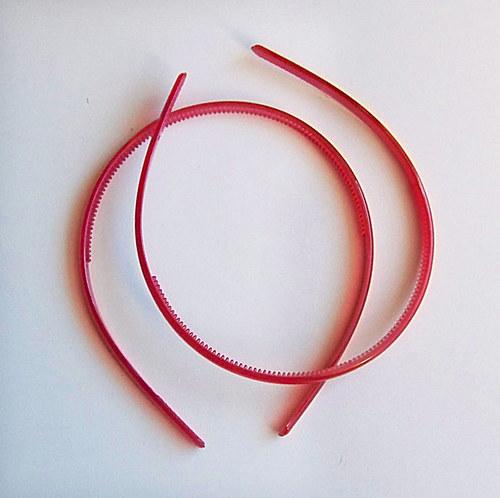 čelenka plast poloprůhl./ červená/ šířka 7mm/ 1ks