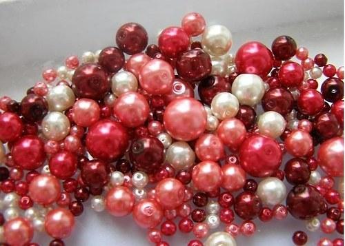 Voskované perly červený MIX Ø4-10mm 50g skleněné
