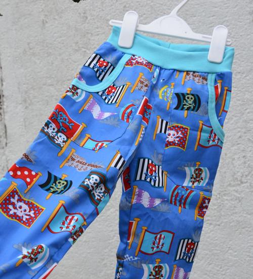Plátěné kalhoty Pirátské vlajky + kapsy