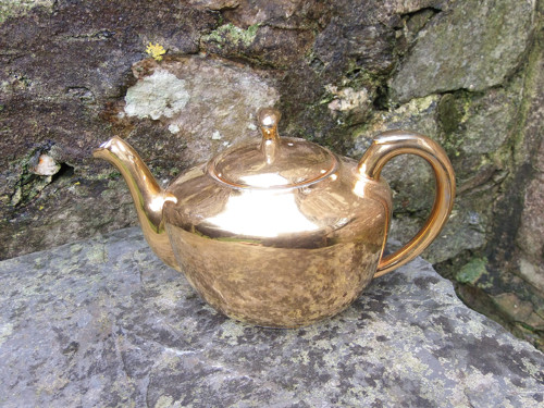 zlatá čajová konvička /v21/