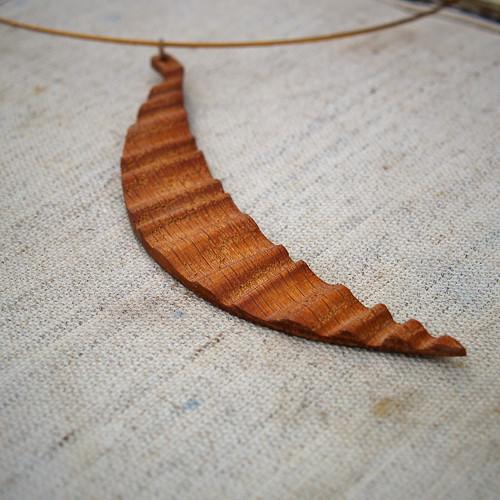 Dřevěný náhrdelník V.