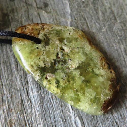 Andradit (granát) XL vrtaný č.2