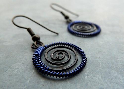 Náušnice - Tmavě-modré spirálky