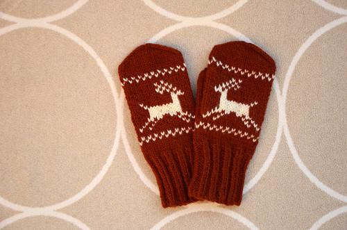 Dámské hnědé rukavice s jelenem