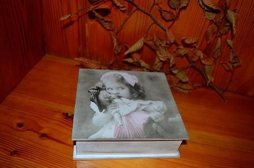 Krabička, šperkovnice - holčička s panenkou