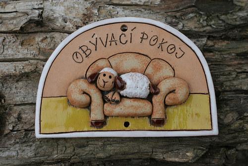 CEDULKA Obývací pokoj ovečka na pohovce...no tohle