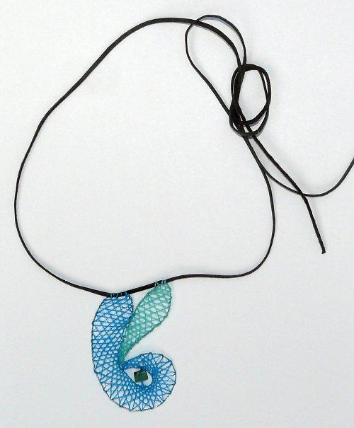 Paličkovaný náhrdelník - modrotyrkysový