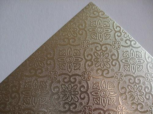 Karton s ražbou Ornament - stříbrný