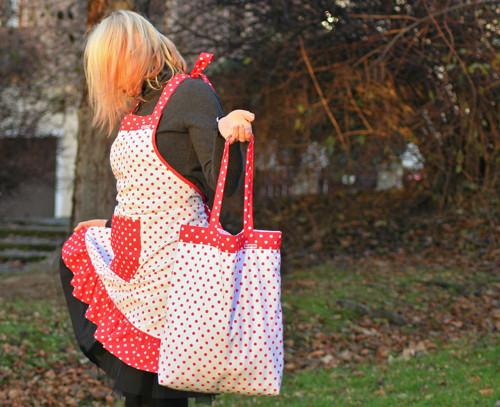 Nákupní taška - bílá s červenými puntíky
