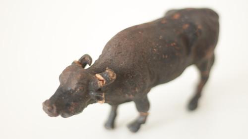 Starožitná hračka, hliněná zvířata Buvol