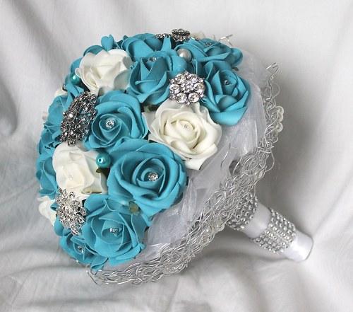 Svatební kytice tyrkysová s brožemi