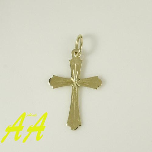 Zlatý křížek s jemnou rytinkou