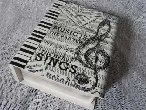Originální krabička kniha pro hudebníky