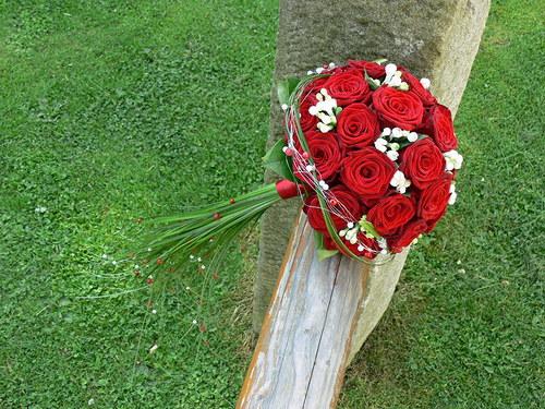 Červené růže - kulatá kytice
