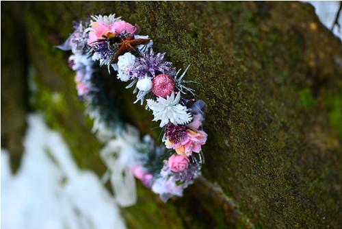 Růžový třpytivý zimní věneček