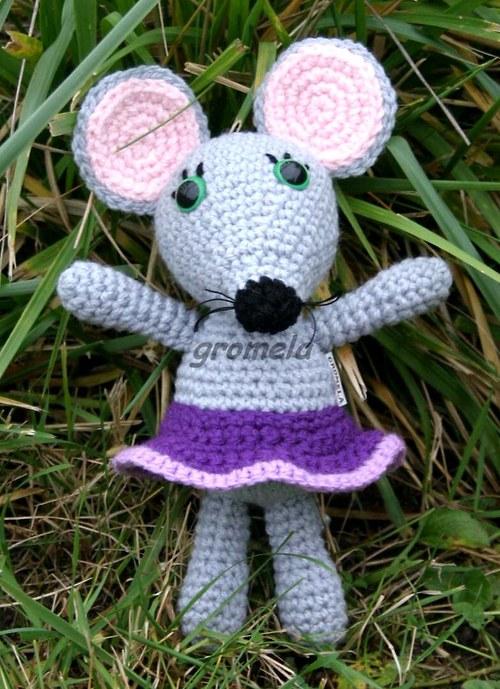 Myška ve fialové sukýnce
