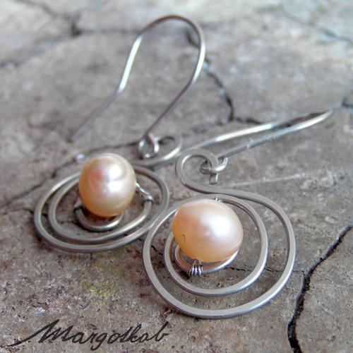 Spirály perlové nerezové náušnice