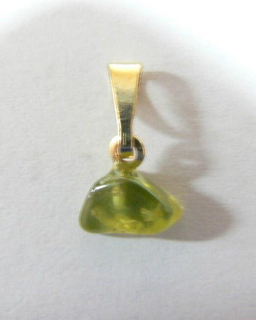 er55_přívěšek, olivín