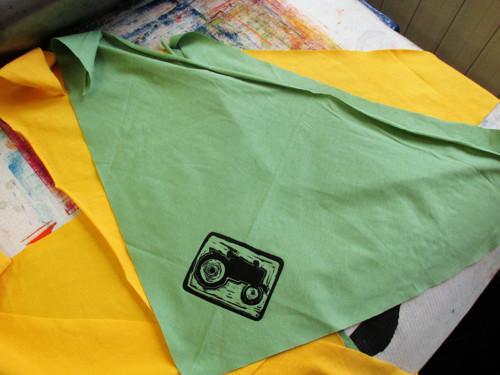 Zelený s traktůrkem 1Ks