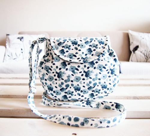 Malá kabelka - modré kvietky