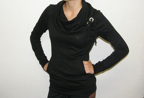 mikina s velkým rolákem- černá