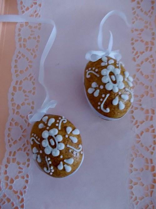 malá kraslice -kytka /bílé zdobení