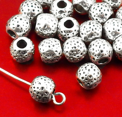 Stříbrné kuličky velké s tečičkami - 10 kusů